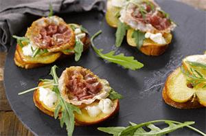 Apfel-Gorgonzola-Bruschetta mit Pancetta