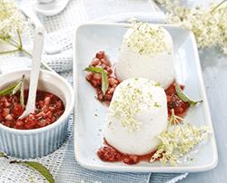Quarkmousse mit Erdbeer-Minz-Salsa