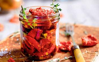 Eingelegte getrocknete Tomaten