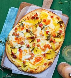 Pizza Pianca mit Kartoffeln, Pancetta und Taleggio
